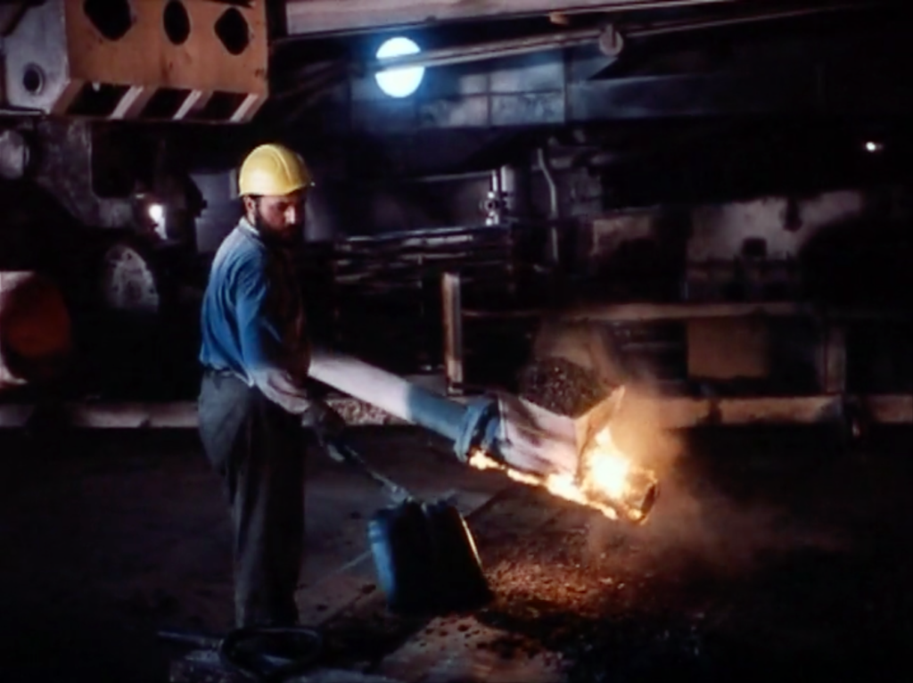 Filmfoto: Bei der Arbeit in der Karbidfabrik