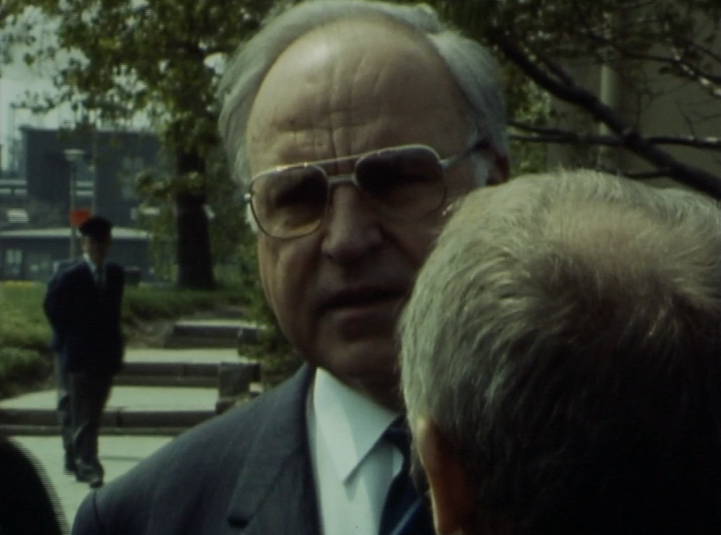 Filmfoto: Bundeskanzler Kohl zu Besuch im Werk