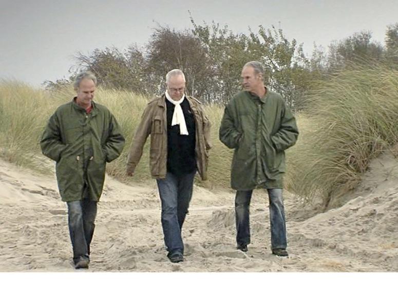 Die Zwillinge Böhme am Strand (Bild aus der Pressemappe)