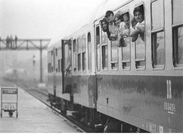 Zug am Bahnsteig (aus Vorwärts und Zurück)